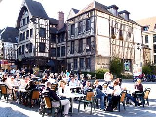 Descanso en Troyes.