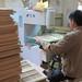 dans la fabrique des bateaux en bambou