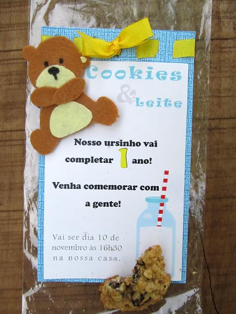 Convite de aniversário do ursinho com cookies e leite feito em casa diy