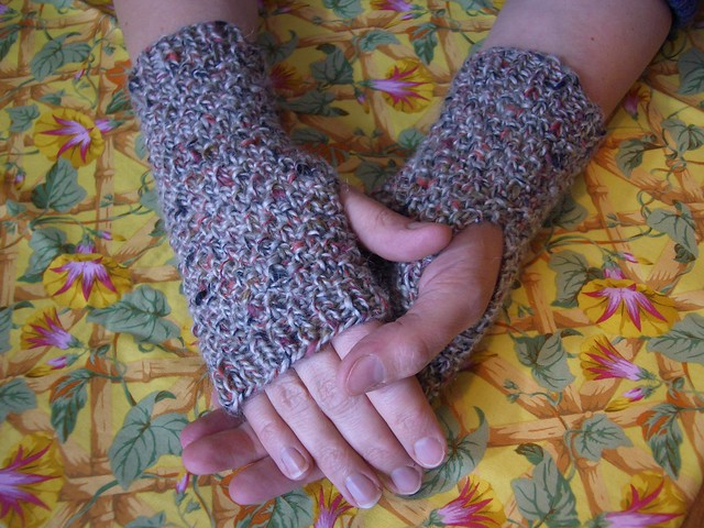 Fleck moss stitch fingerless mitts