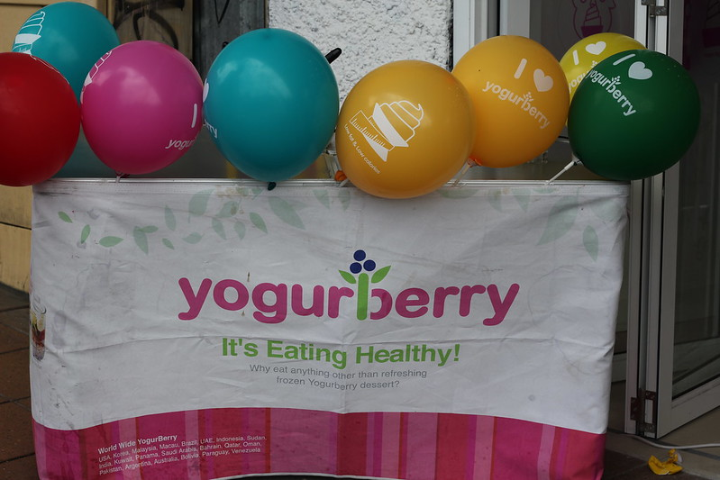 Yogurberry Epping launch balloons