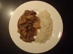 Massaman karry med oksekød, kartofler og ris