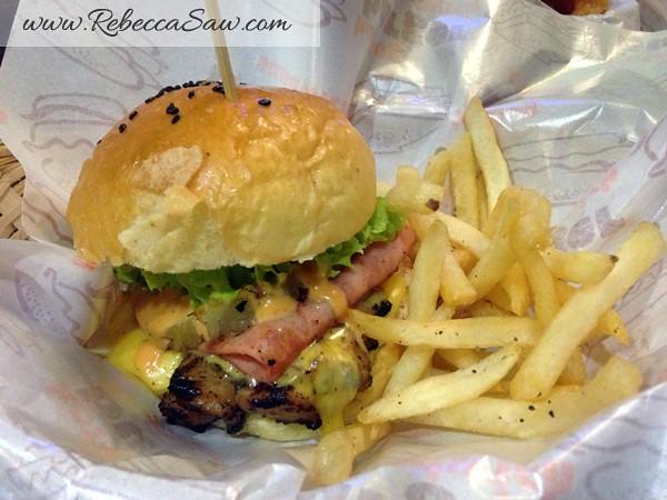 Burger Junkyard 2-001