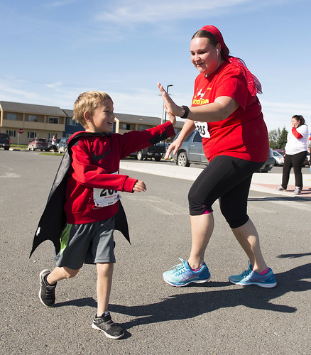 Neil Reutov gets a high-five from mom Natasha at the race finish.