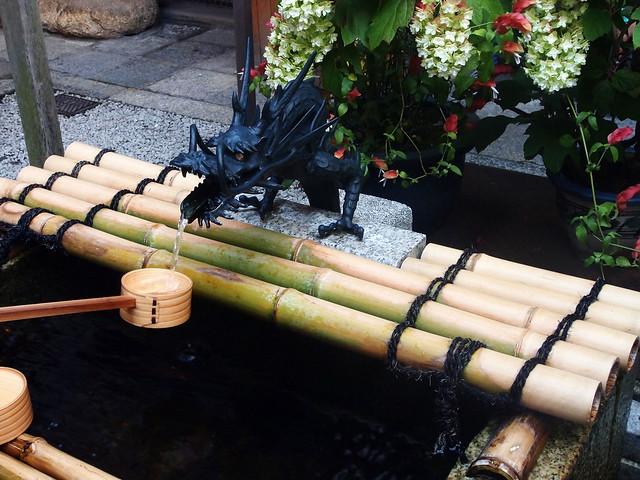 錦天滿宮的龍形手水舍