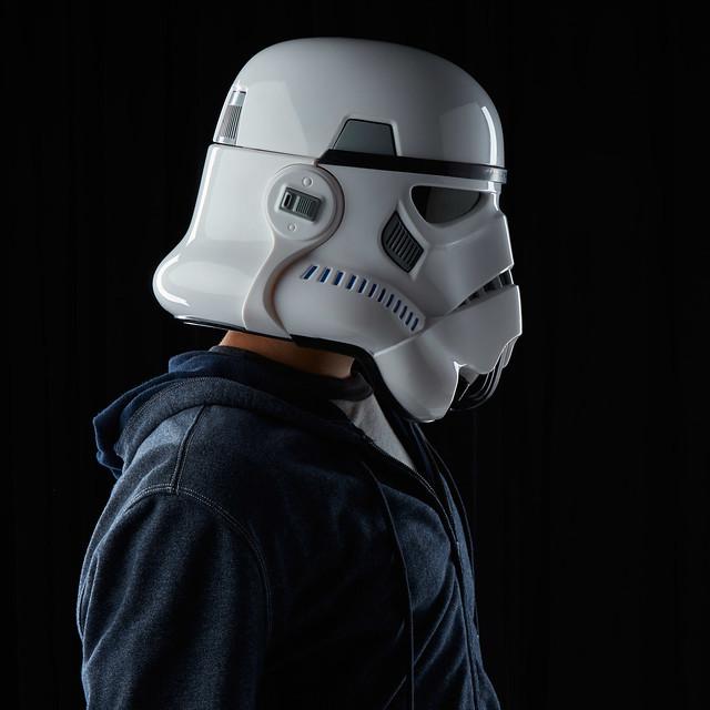 星戰迷必備!孩之寶推出逼真的「帝國風暴兵」頭盔,內建變聲器!Stormtrooper Electronic Voice Changer Helmet