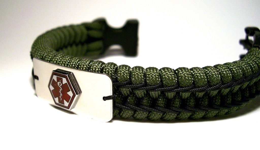 Stairstep stitched medic alert paracord bracelet