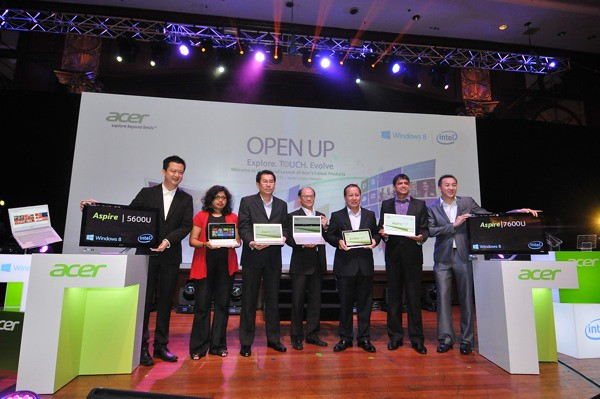 (L-R) Jerry Soon, Amrita Sapre, Sunny Ooi, David Lee, Ricky Tan, Prakash Mallya and Johson Seet -