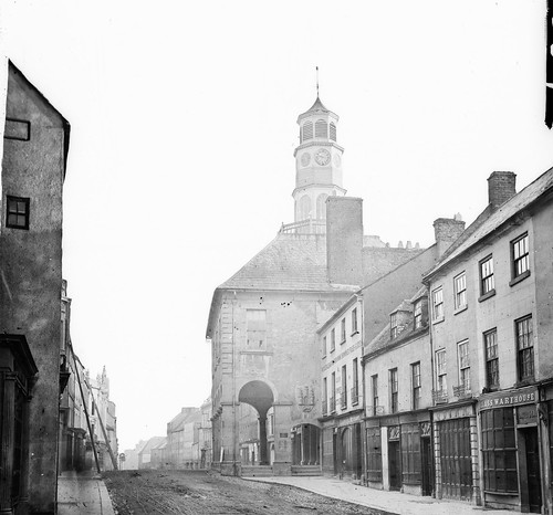 tholsel highstreet kilkenny ireland leinster shops ladders crest wholesaleretail furnishing ironmongery gunpowderstore edmondmolloy hardwaremerchant murphy quinn lumsden glasswarehouse postnobills stereoscopiccollection stereopairs stereographicnegatives stereoscope jamessimonton frederickhollandmares johnlawrence lawrencecollection balustrade tólsail aldermanwilliamcolles williamcolles customhouse courthouse guildhall townhall octagonaltower hippedroof coatofarms clarty holeinthewalltavern warehouses nationallibraryofireland