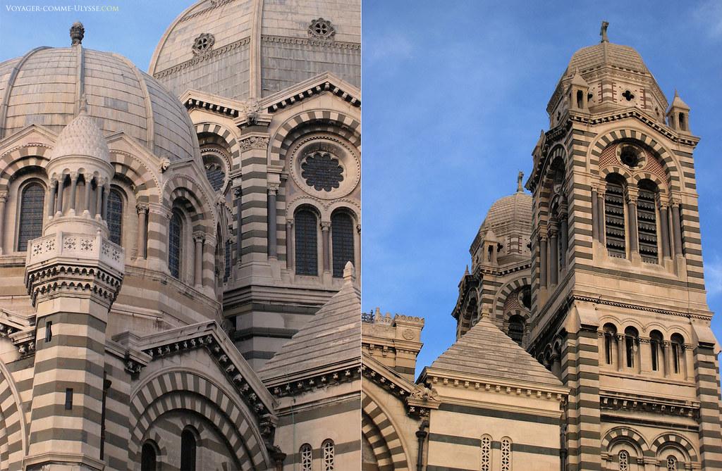 Détails de l'extérieur, avec à gauche une coupole du transept et la coupole principale, à droite les tours du portique.