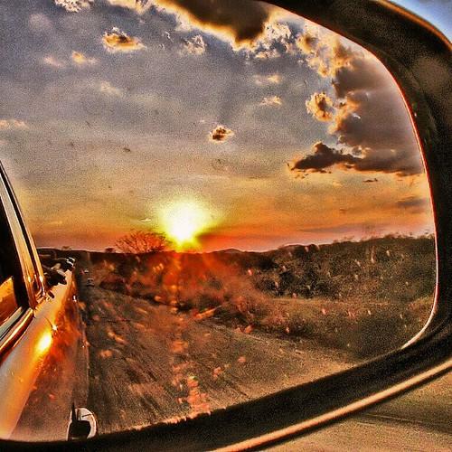 #estrada #road #brasil #bahia #retrovisor #rearview #mirror #rearviewmirror #sol #sun #pordosol #por #sol #sunset #deixar # atrás #leave #behind #leavebehind
