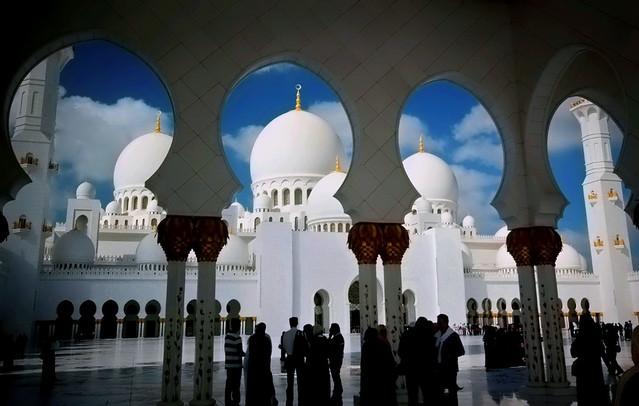 La espectacular Mezquita Sheikh Zayed en Abu Dabi 8190717187_5c35c2cb7f_z