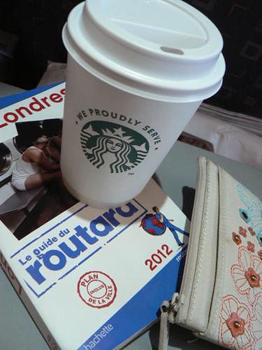 un guide et un café.jpg