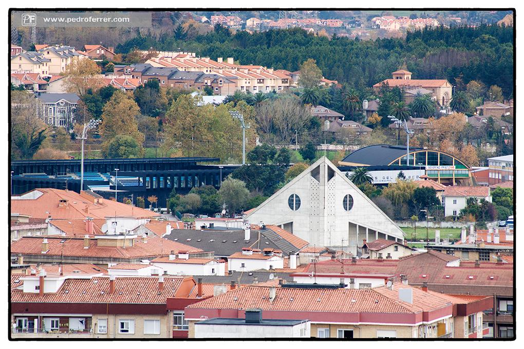 Torrelavega a vista de pájaro - Iglesia de Mies de Vega, El Malecón y la iglesia de Torres