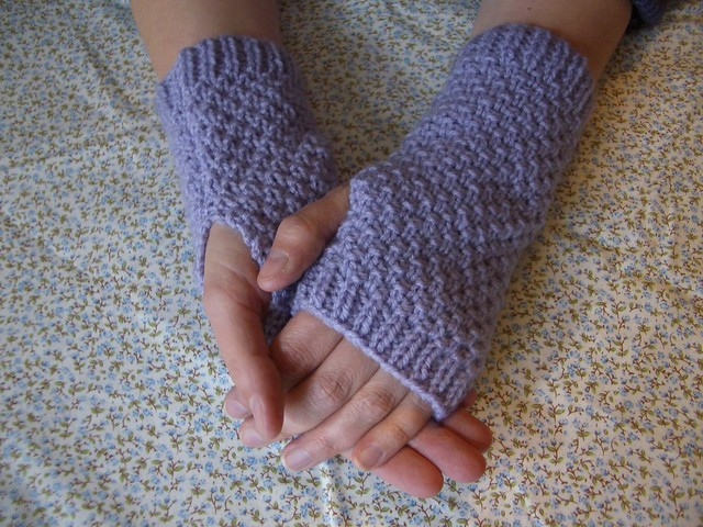 Lilac moss stitch fingerless mitts