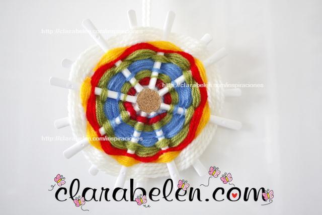Mandalas o adorno de lana con cucharas de plástico