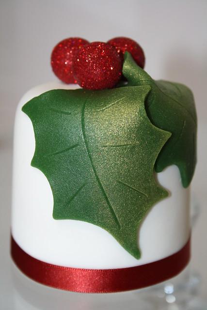 Cake Decorating Mini Holly Leaves : Mini Bolo de Frutas de Natal Flickr - Photo Sharing!