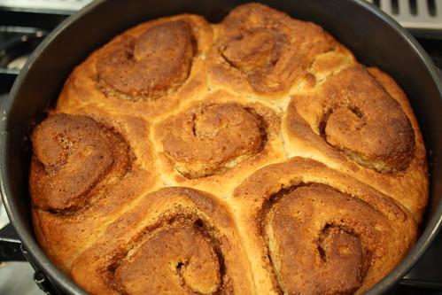 Cinnamon bun-cake
