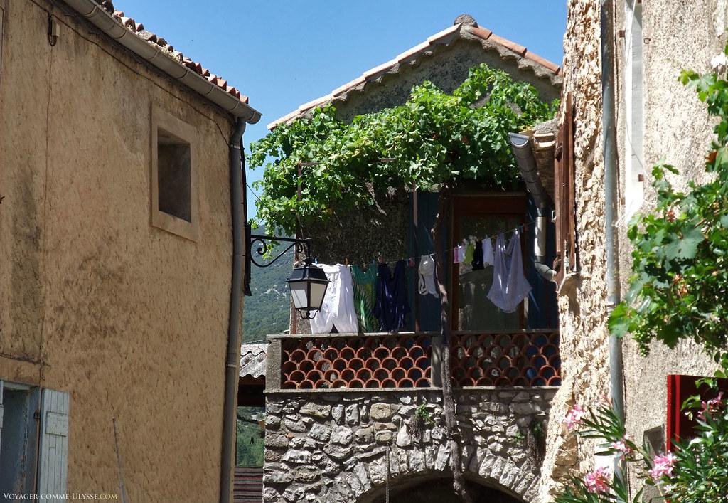 Les balcons ombragés sont agréables. Le panorama sur la montagne y est unique.