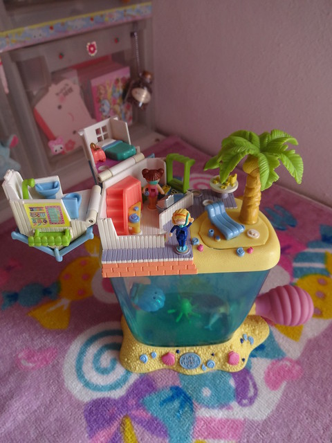 Polly Pocket: Dolphin Island (inside)