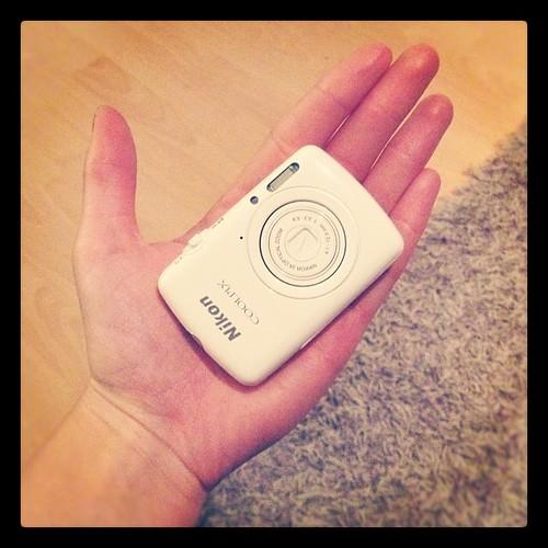 My new mini nikon :) se on pienempi ku luottokortti! Aah se on niin söpö mä en kestää<3 mulla on ihanin poikaystävä ! <3
