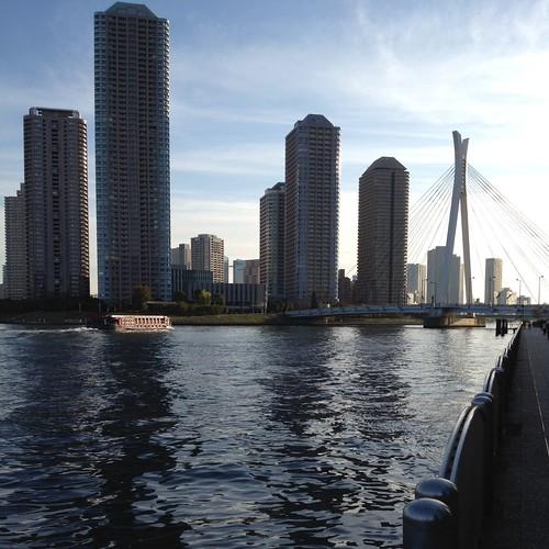 中央大橋の向こうに佃島の高層ビル by haruhiko_iyota