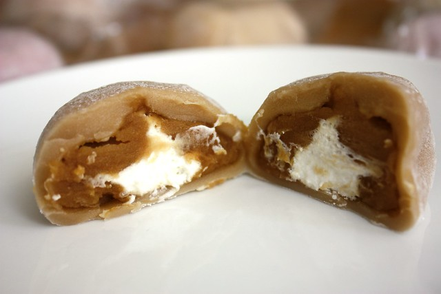 Cafe Au Lait Mochi Cream innards