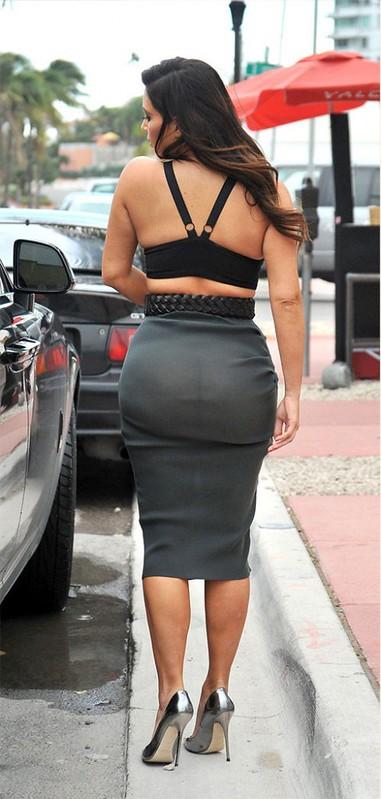Kim-Kardashian-booty-2-488x1024
