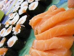 salmon-like fish(0.0), fish(0.0), salmon(1.0), sashimi(1.0), california roll(1.0), fish(1.0), sushi(1.0), gimbap(1.0), food(1.0), dish(1.0), cuisine(1.0), asian food(1.0), smoked salmon(1.0),