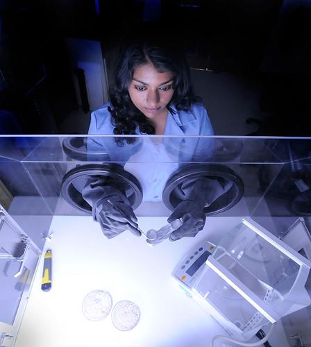 [フリー画像素材] 人物, 女性, 職業・地位, 科学・化学 ID:201211251800