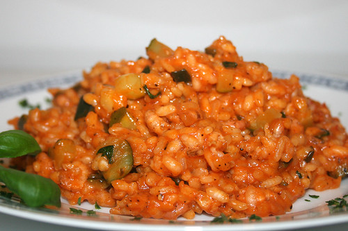 36 - Krabben-Risotto mit Zucchini & Basilikum / Shrimps risotto with zucchini & basil - CloseUp