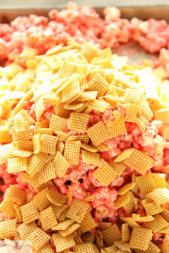 Candy Cane Chex Mix