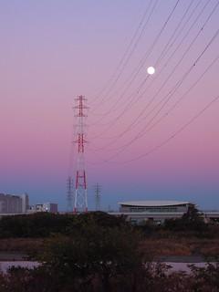 夕暮れ 満月 鉄塔