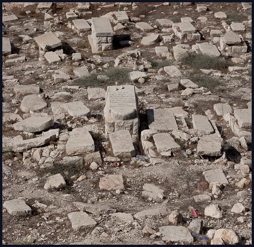 rommelige graven by hans van egdom
