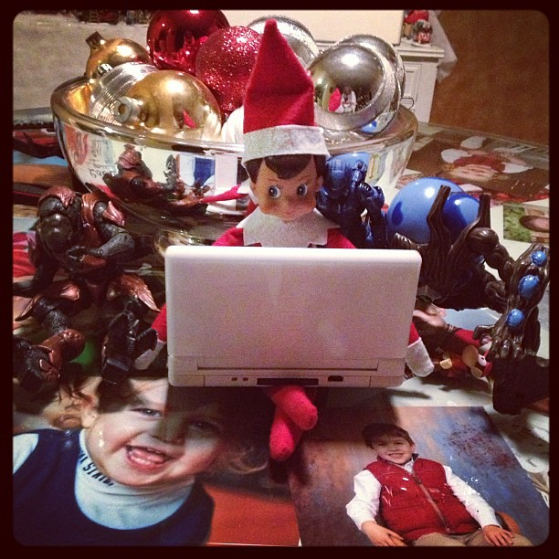 A little video game time #elfontheshelf