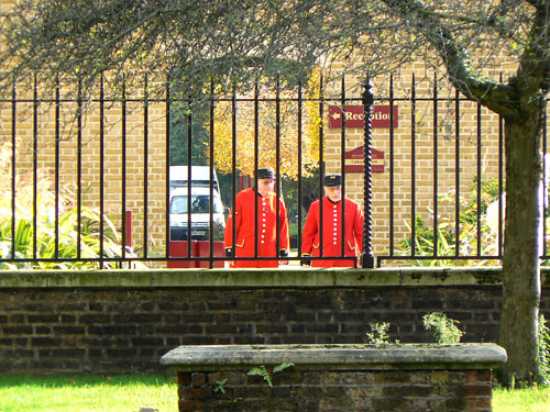 pensionnaires du Royal Chelsea Hospital.jpg