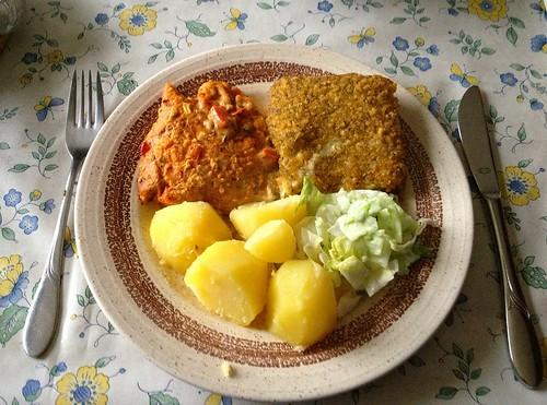 Überbackenes Fischfilet mit Salzkartoffeln & Salat / Fish filet with potatoes & salad