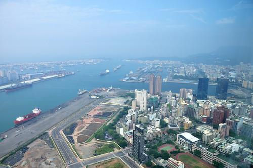 高雄85大樓俯瞰高雄港
