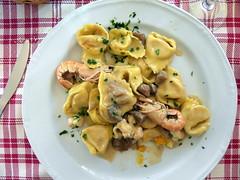pappardelle(0.0), meat(0.0), fettuccine(0.0), produce(0.0), carbonara(0.0), pasta(1.0), food(1.0), tortellini(1.0), dish(1.0), cuisine(1.0),