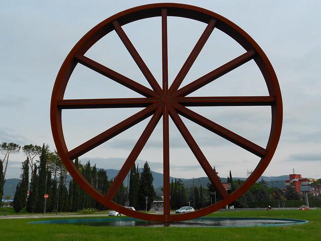 Calenzano - ruota di Dani Karavan