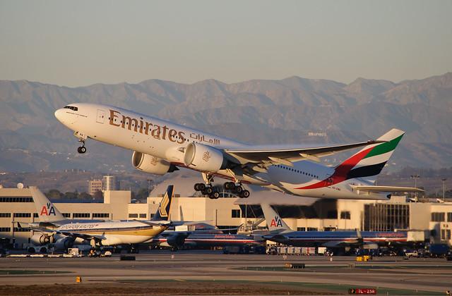 Emirates - A6-EWA