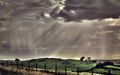 [Free Images] Nature, Sky, Clouds, Crepuscular Rays, Field / Farm, Landscape - United Kingdom ID:201212040600
