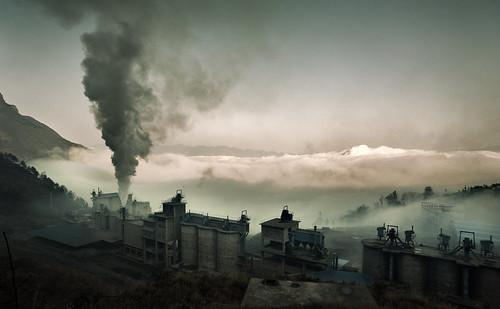 [フリー画像素材] 建築物・町並み, 工場, 煙・スモーク, 風景 - 中華人民共和国 ID:201212121600