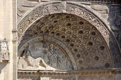Détail de la façade de la Collégiale Saint-Gervais-Saint-Protais