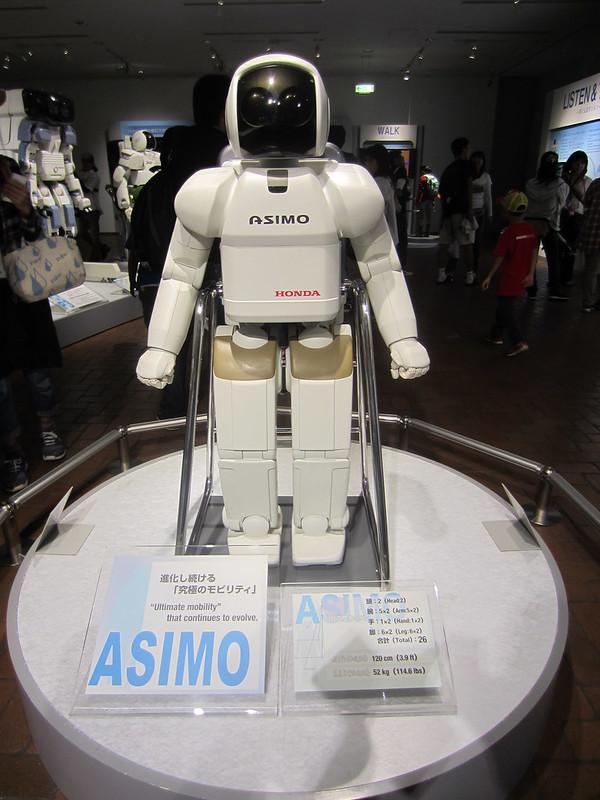 asimo: robot pensante di casa honda