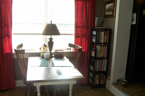Breakfast room w/cookbooks