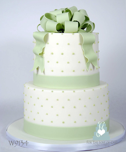 W9134 green white wedding cake toronto