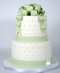 W9134-green-white-wedding-cake-toronto