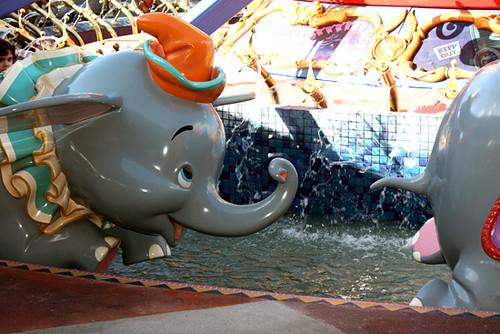 Flying-Dumbo_2