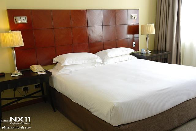 grace hotel sydney room bed